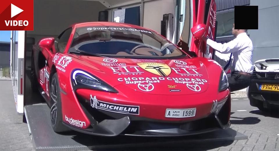Nhân viên làm hỏng cửa McLaren 570S