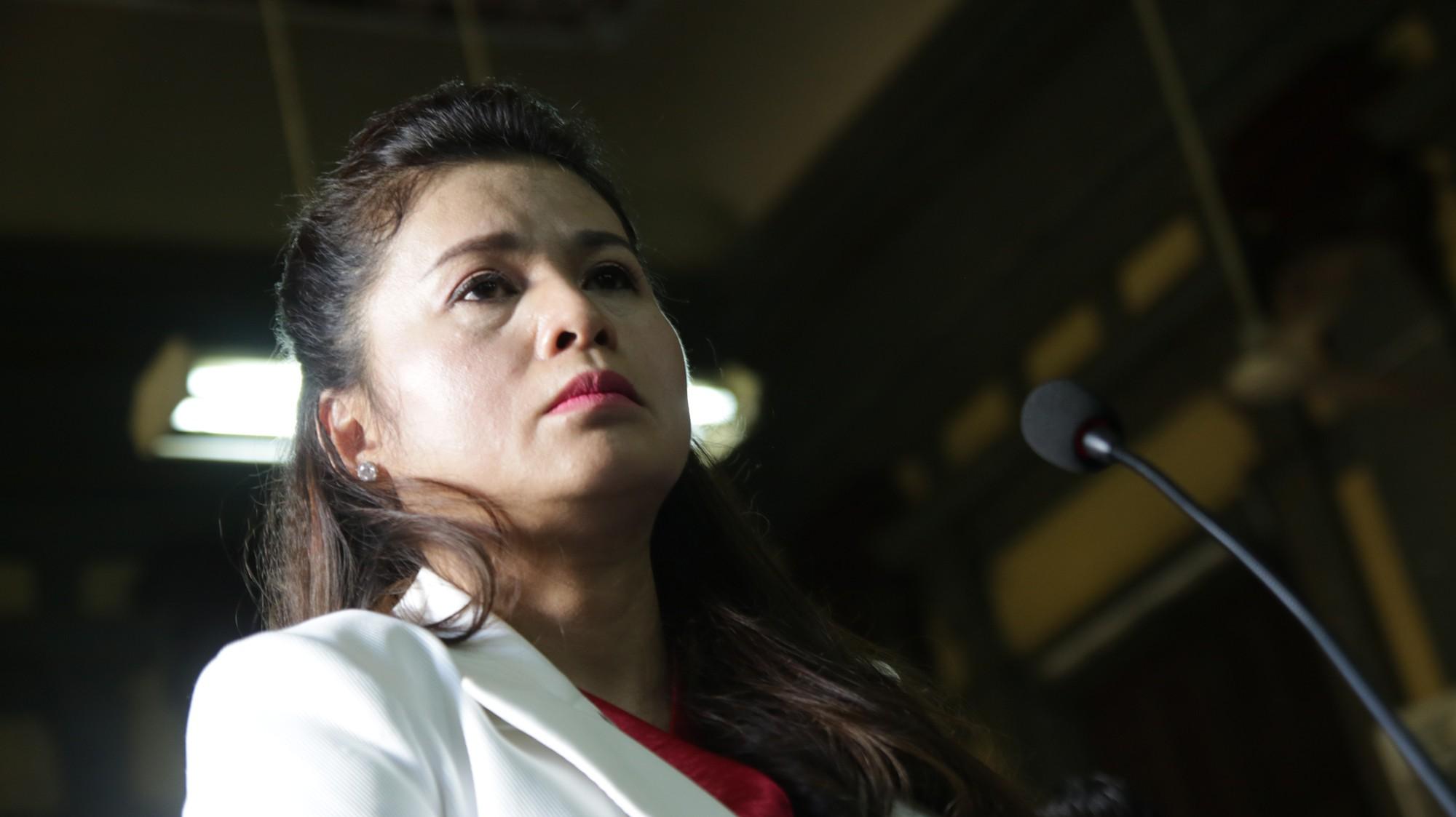 Luật sư của bà Lê Hoàng Diệp Thảo đọc thơ trong phần tranh luận.