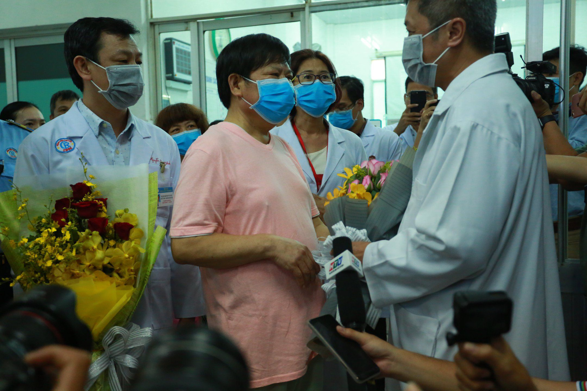 Thứ trưởng Bộ Y tế Nguyễn Trường Sơn trao đổi với phóng viên (Video: Quốc Chiến)