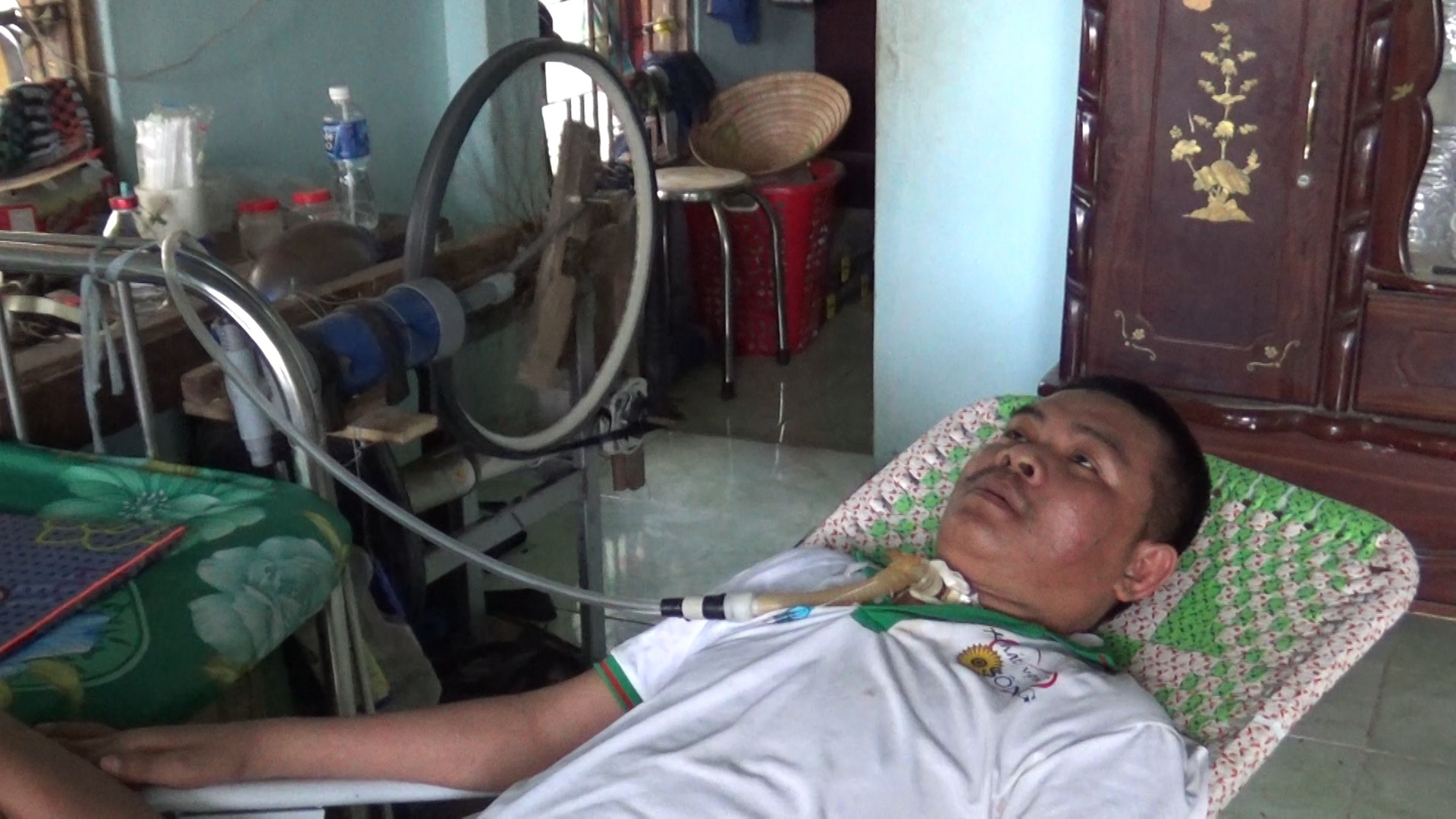 Cha làm máy trợ thở lạ lùng từ xe đạp cũ giúp con qua cơn ngặt ...