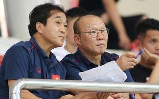 """Ông Park sẽ """"điều khiển từ xa"""" như thế nào ở trận đấu với UAE?"""