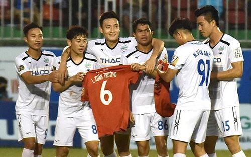 Minh Vương ghi bàn tặng riêng Xuân Trường trong ngày V League hạ màn