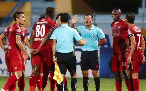 Trọng tài Đình Thái đã tặng cho Hà Nội một bàn thắng gây tranh cãi như thế nào ở bán kết Cúp Quốc gia?