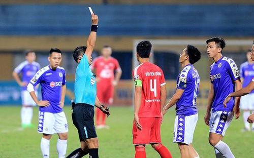 Văn Quyết mất danh hiệu Cầu thủ xuất sắc nhất V-League vì thẻ phạt và án phạt