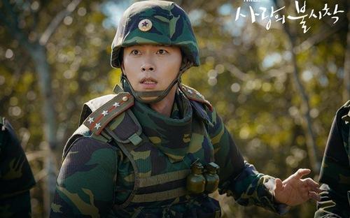 Đại úy Ri Jung Hyeok (Hyun Bin) khuynh đảo màn ảnh lẫn ngoài đời