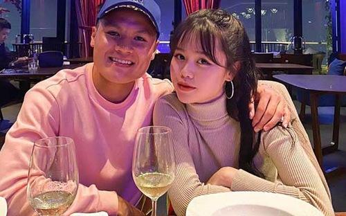 """Quang Hải công khai bạn gái """"hotgirl"""" mới trên mạng xã hội"""
