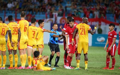 Quế Ngọc Hải mắc sai lầm nghiêm trọng trong trận thua trước Thanh Hóa