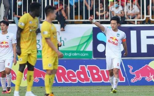 Điểm nhấn vòng 10 V-League: Xuân Trường lập siêu phẩm và tấm thẻ đỏ của Lee Nguyễn